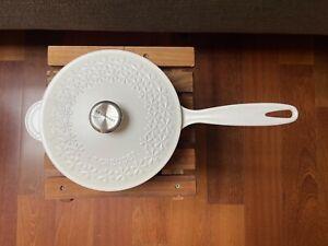 Le Creuset FLEUR Cast Iron Round Saucier Dutch Oven Pot,2 1/4 QT,Cotton White