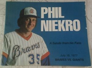PHIL NIEKRO July 1977 Braves Vs Giants Booklet Salute from Fans RARE VHTF