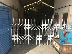 EXPANDING BARRIER, TRACKLESS BARRIER, SAFETY BARRIER