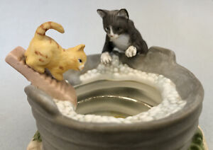 Vintage Porcelain Kittens Reflecting Pool Cats Figurine