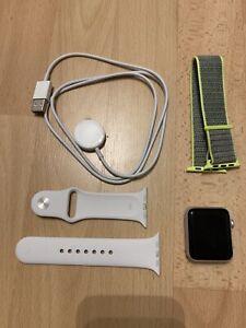 Apple WATCH SPORT 42mm Aluminium Case White Sportarmband Weiss Gebraucht
