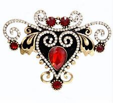 Eindrucksvolle ornamentierte Brosche rote und weiße Kristalle, antikgoldfarben