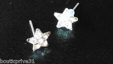 Boucles d'oreille étoiles / strass transparent incolore montées sur clous métal