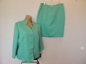 New with tag $200. Le Suit size 18 sea foam green skirt suit