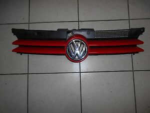 VW Golf 4 Grill Kühlergrill Emblem VW Zeichen rot 1J0853655D / 1J0853651F