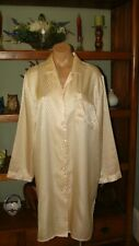 """Ladies/Women's Vintage Bed of Roses Short Sleep Shirt - Bust to 44"""" - Lt. Yellow"""