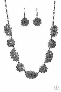 Paparazzi  Necklace - Vintage Vogue - Black