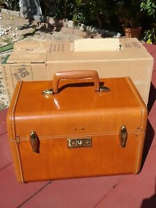 Vintage Streamlite 1940s SAMSONITE LUGGAGE Beauty Case, saddle/tan in orig pkg.