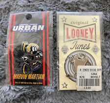 More details for looney tunes x 2 pin badges - marvin martian 1994 taz - both on card - new