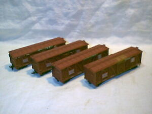 Vintage group 4 HO scale Santa Fe 40' stock cars