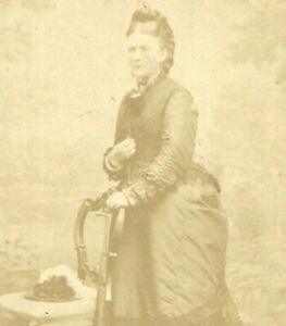 Victorian CDV Photo Beautiful Woman Fashion W.H Quinn Belfast Ireland 1860s-70s