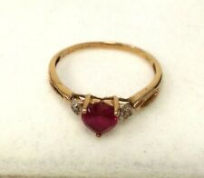 Pretty Ladies 9ct Gold Heart Shaped Ring Size 1.15g Red Stone