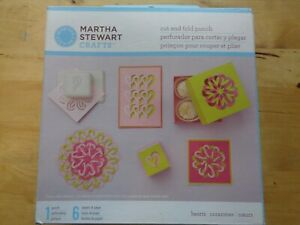 MARTHA STEWART - CUT AND FOLD PUNCH - HEARTS -