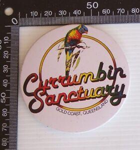 VINTAGE CURRUMBIN SANCTUARY QUEENSLAND AUSTRALIA SOUVENIR PIN BUTTON BADGE