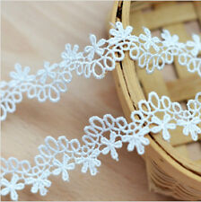 Off White Venise Lace Trim 23 mm Wide. By The Metre. Lovely Loop & Daisy Pattern