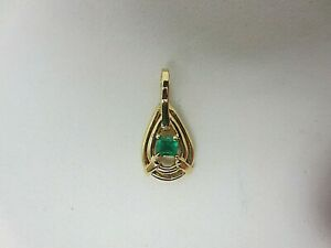 18K Yellow Gold and 0.14 CT Emerald Pendant