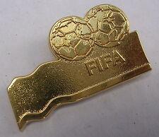 BROCHE FIFA PAR YVES SAINT LAURENT  ANCIENNNE DE COLLECTION