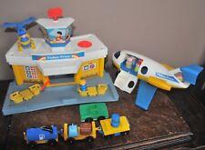 VINTAGE 1980 FISHER-PRICE LITTLE PEOPLE JETPORT AIRPORT COMPLETE  #933