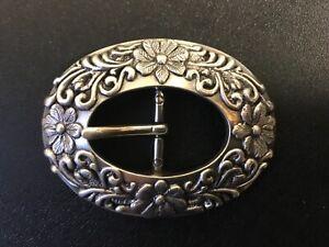 Beautiful 25mm western floral & vine centre bar belt buckle .Silver plaiting.