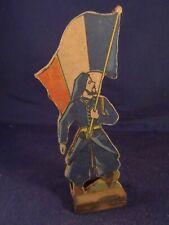 Ancien jouet bois figurine personnage militaire soldat guerre porte drapeau