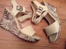 New👠CLARKS 👠 UK 7.5 ORLEANS JAZZ COTTON CREAM LEATHER WEDGE SANDALS 41.5 EU