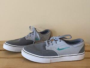 Boys Nike Sneakers Size 1.5Y