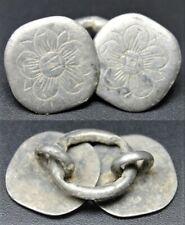 Boutons de cape  en argent, motifs floraux