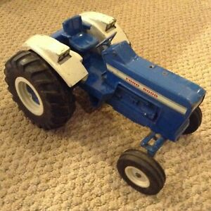 Vintage ERTL Blue Ford 8000 Toy Tractor 1/12 Scale