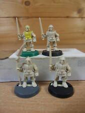 4 PLASTIC HEROQUEST MEN AT ARMS UNPAINTED (1373)