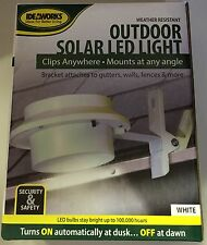 Ideaworks Weather Resistant Outdoor Solar LED Light White Out Door Lighting NEW