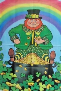 """Pot of Gold Standard House Flag by Toland #1308  24"""" x 36"""""""