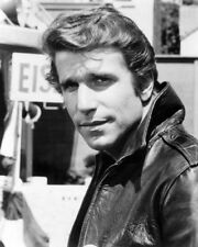 1975 Happy Days HENRY WINKLER Fonzie Glossy 8x10 Photo 'The Fonz' Print Poster