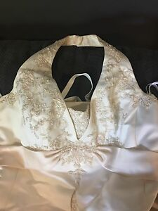 Davids Bridal Ivory wedding dress.  Comes with slip and two veils. Size 16