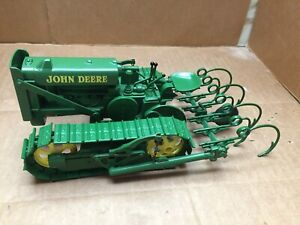 """SPEC CAST 1/16 9"""" DIE-CAST JOHN DEERE LINDEMAN CRAWLER DOZER TRACTOR CULTIVATOR"""