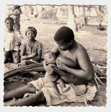 Africa BREASTFEEDING WOMAN / STILLENDE MUTTER * Vintage Ethnic Nude Photo