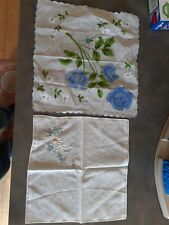 2 vintage handkerchiefs hankys embroidered scalloped edge floral daisy blue gree