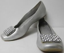 TRIBECA BY KENNETH COLE SILVER HOT CAKES FLATS W/ RHINESTONES ON TOE WOMENS SZ 8