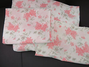 Steven's Fitted Sheet and 2 Pillow Cases - FULL -- Pink/Sage