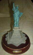 RE0273 STATUE DE LA LIBERTE SUR SOCLE 22CM USA NEW YORK L ILE LIBERTY ETATS UNIS