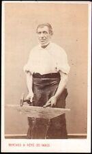 Homme avec enclume. Maréchal-Ferrant, forgeron, cordonnier. CDV vers 1865. Rouen