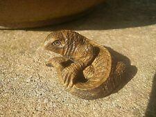 Bois sculpté Netsuke Lizard tourne autour de Vintage/style antique Reptile Figure