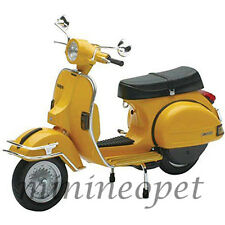 NEW RAY 42123 1978 VESPA P200E DEL 1/12 VINTAGE SCOOTER MOTORCYCLE YELLOW