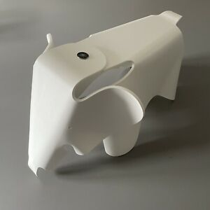 Vitra Eames Elephant Elefant small white weiß Stühlchen für Kinder Charles Ray