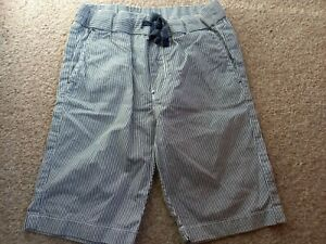BOYS SIZE 6-7 YEARS H&M BLUE & WHITE STRIPE SHORTS GOOD CONDITION