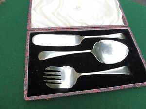 Vintage WALKER AND HALL boxed 3 piece silver plated serving set lovely!