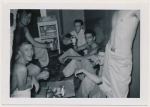SHIRTLESS DRUNK SOLDIER BOYS DRINKING HAMM'S BEER! 50's ARMY MEN photo GAY INT