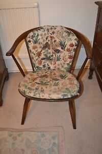 2x Ercol low cowhorn fireside chairs label 58 cm with orig.flower/birds cushions