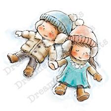 """Stempel """"Together At Last"""" Dreamerland Crafts, Junge im Mädchen liegen im Schnee"""