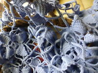 bleu,1m,80x0,60    jeté de table ancien coton fait main  ou futur rideau