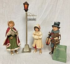 "Bethany Lowe S/ 3 RESIN 5 1/2"", 6 1/4"", & 6 1/2"" CHRISTMAS CAROLERS w/ LAMP POST"
